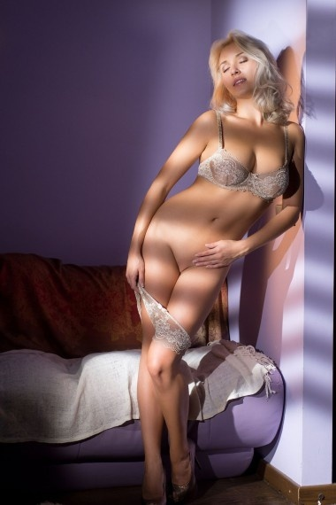 Avrora, beautiful Russian escort who offers massages in Rome