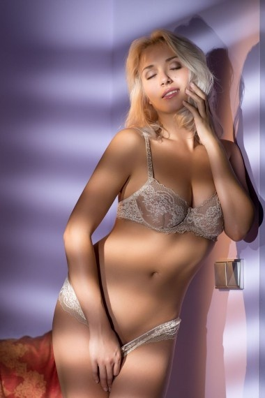 Avrora, beautiful Russian escort who offers oral job in Rome